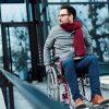 Ataxia de Machado-Joseph, ataxia espinocerebelar tipo 3 (SCA3): autossômica dominante, alteração de coordenação e equilíbrio; pode levar a cadeira de rodas