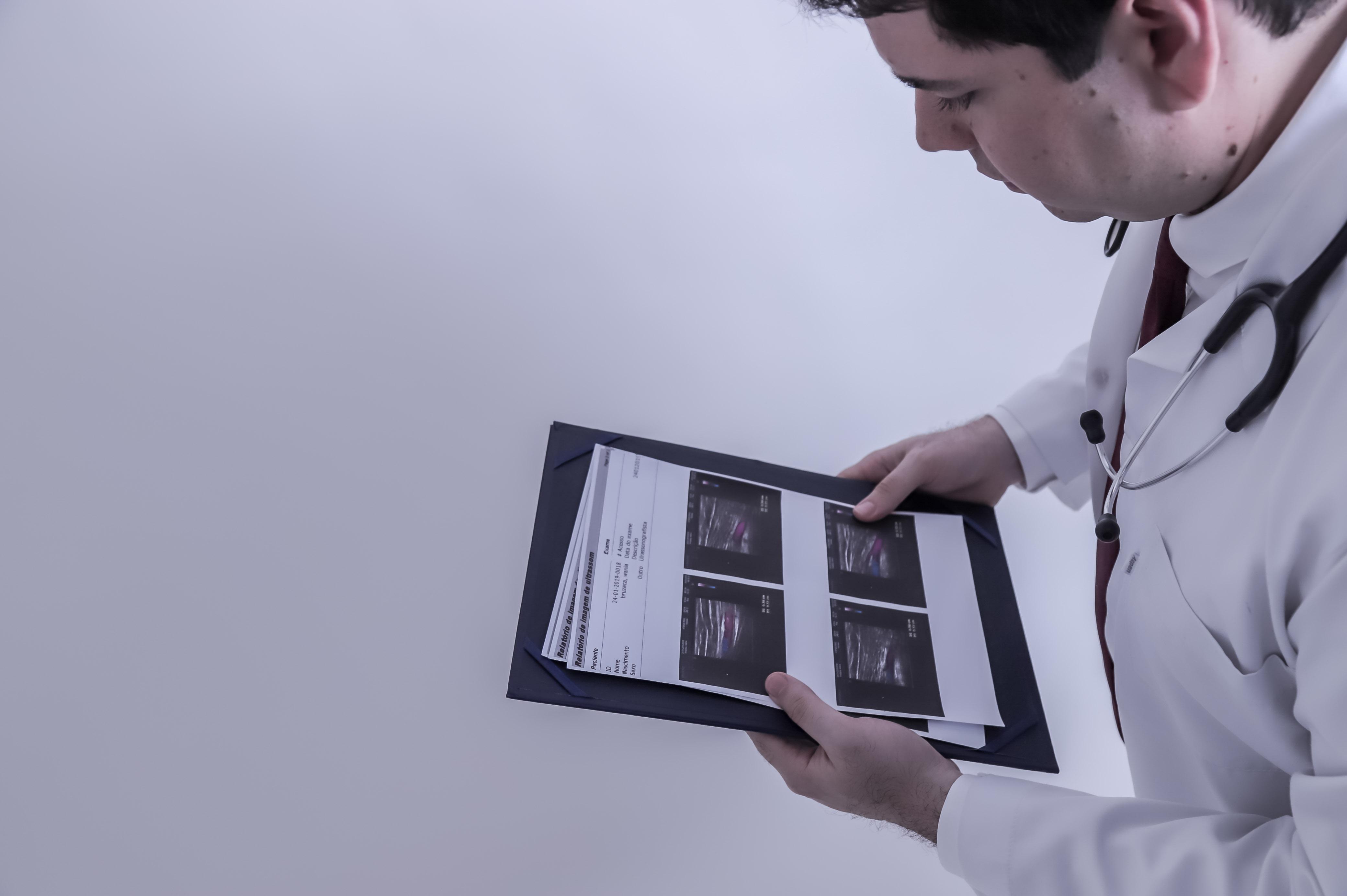 Quais são os exames complementares do médico geneticista?